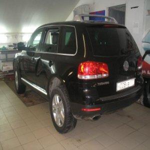 Ремонт вмятины левой двери Volkswagen: до
